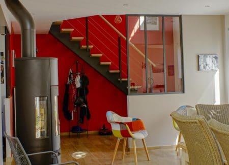 Décoration moderne pour une entrée chaleureuse et industrielle